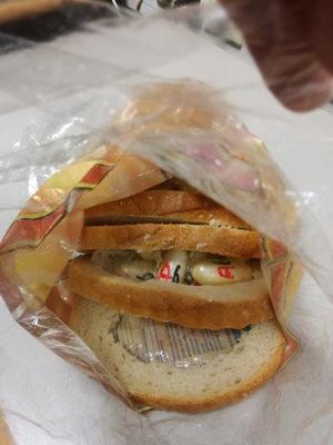Mehr als 288 Gramm Kokain in Bodypacker-Behältnissen abgepackt steckten in dem Brot.