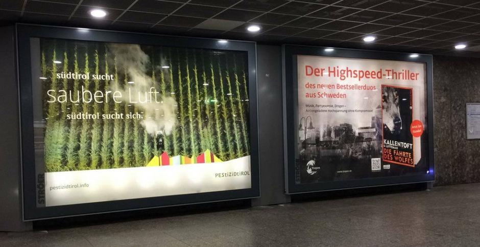 Das Plakat am Münchner Karlsplatz (Stachus).