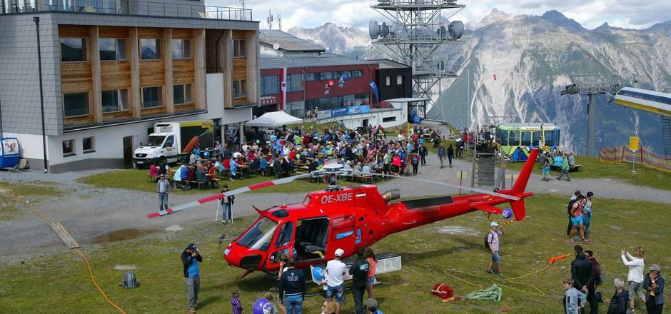 Hubschrauber und das kulinarische Angebot lockten bei der Bergstation und auf der Zammer Alm.