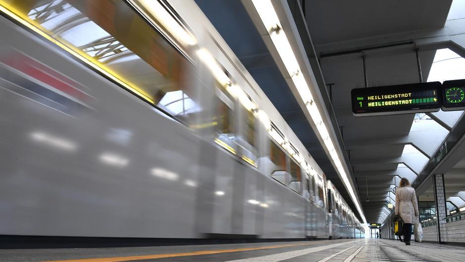 In der U-Bahn-Station soll sich der Mann über seine Opfer hergemacht haben.