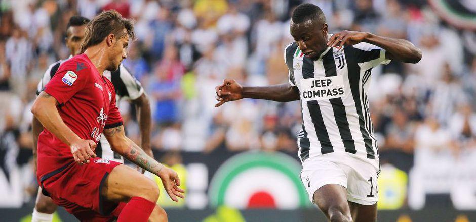 Juventus' Neuzugang  Blaise Matuidi (r.) dribbelte die Cagliari-Abwehr aus.