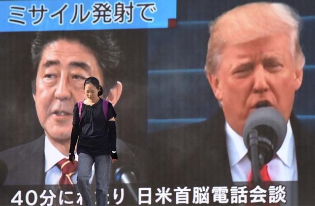"""Nach dem erneuten Raketentest spricht Japans Premierminister Shinzo Abe von einer """"schwerwiegenden Bedrohung"""". US-Präsident Trump hatte sich erst vor wenigen Tagen zuversichtlich geäußert."""