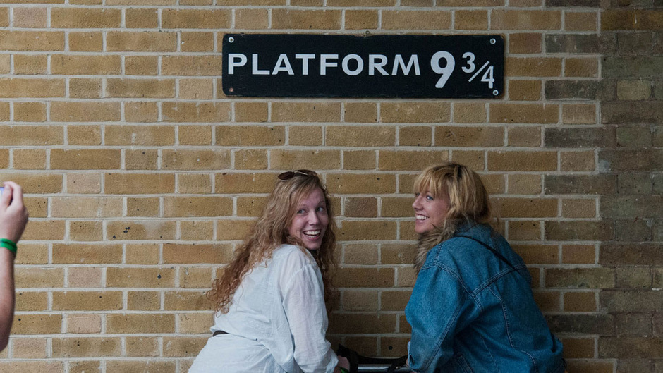 """Ein Muss für Harry-Potter-Fans: Das """"Gleis 9 3/4"""" am Bahnhof King's Cross in London. (Archivfoto)"""