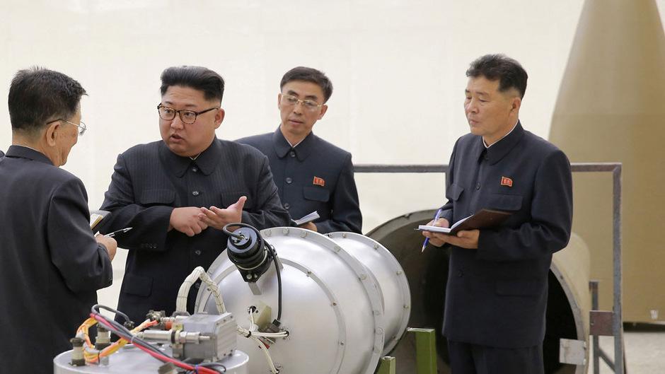 Nordkoreas Diktator Kim Jong-un inspiziert das Atomwaffenprogramm seines Landes.