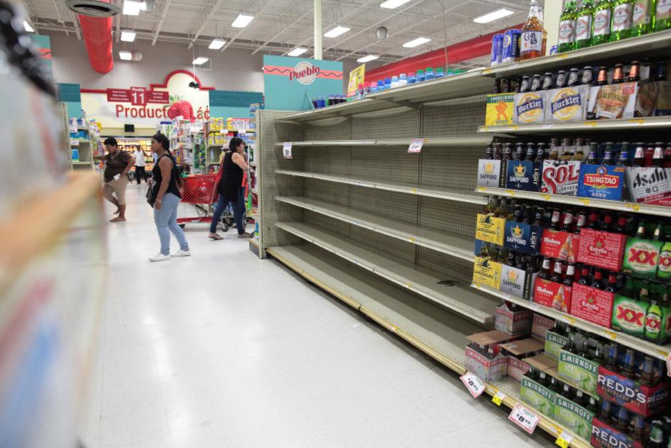 Wasser ist in diesem Supermarkt in San Juan, Puerto Rico, ausverkauft.