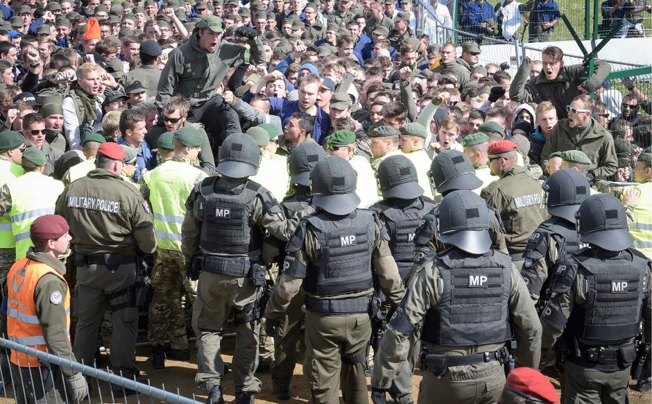 """Massenansturm auf die Grenze: Bei der Übung der Zentraleuropäischen Verteidigungskooperation wurden Szenen aus 2015 nachgespielt.<span class=""""TT11_Fotohinweis"""">Foto: HBF/Pusch</span>"""