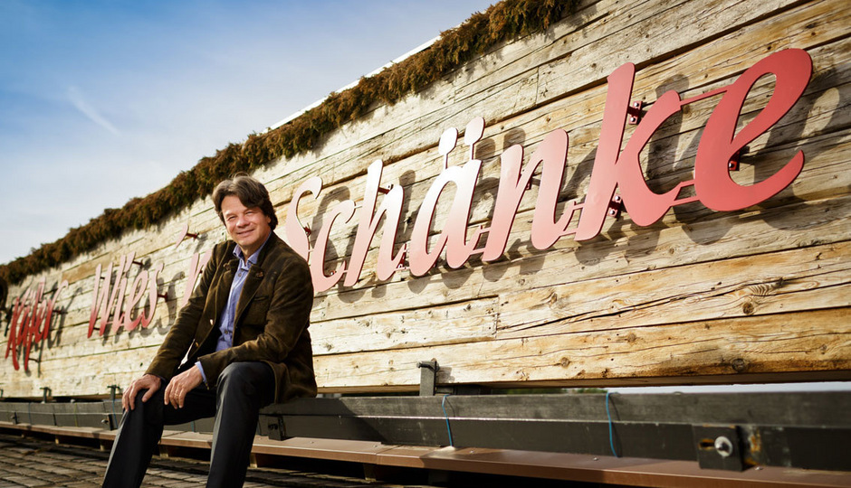 Der Münchner Michael Käfer (59) ist Hauptgeschäftsführer der Käfer-Gruppe, die 1400 Mitarbeitende beschäftigt und jährlich einen Gesamtumsatz von rund 135 Millionen Euro erzielt.