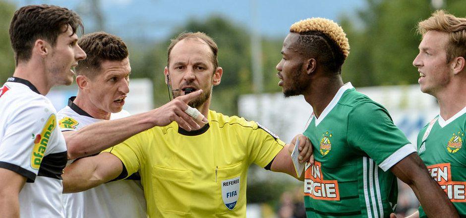 Schiedsrichter Oliver Drachta hatte bei der Partie zwischen Altach und Rapid alle Hände voll zu tun.