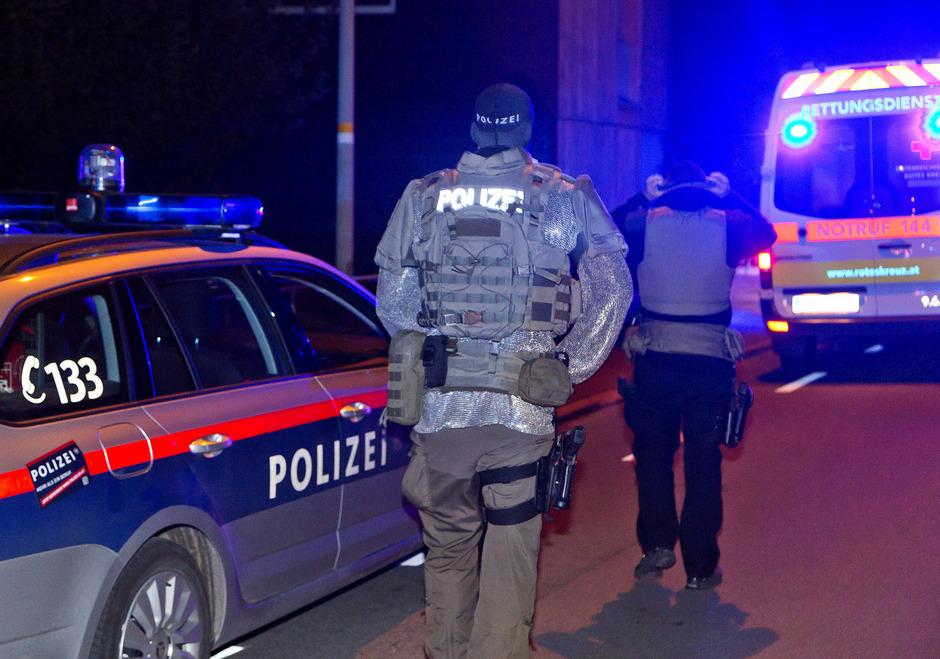 Polizeibeamte am Tatort in Götzis.