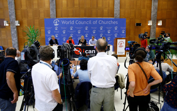 Die ICAN-Verantwortlichen bei einer Pressekonferenz nach der Verkündung der Nobelpreis-Jury.