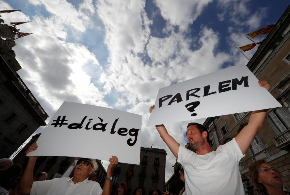 Demonstranten fordern den Dialog.