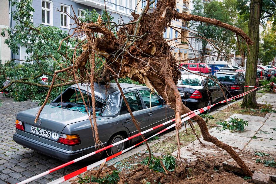 In Berlin mussten Berufsfeuerwehr, Freiwilliger Feuerwehr und Technisches Hilfswerk rund 3000 Mal ausrücken.