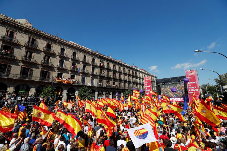 """Zu der Kundgebung aufgerufen hatte ein Kollektiv gegen die Unabhängigkeitsbestrebungen unter dem Motto """"Es reicht! Lasst uns zur Vernunft zurückkehren""""."""