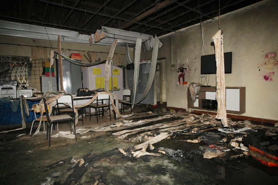Der Täter drang in den Kindergarten ein, legte Feuer, übergoss mehrere Kinder mit Alkohol und zündete sie an.