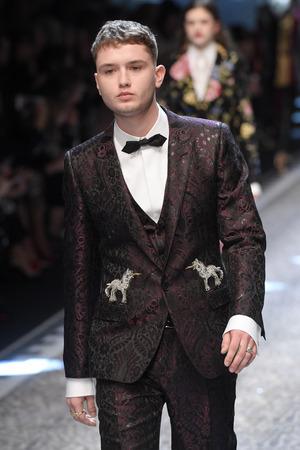 Rafferty Law, Sohn von Schauspieler Jude Law, marschierte bei Dolce & Gabbana über den Laufsteg.