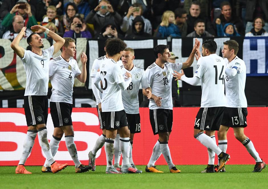 Auch der zweite Anzug sitzt bei Deutschland. Fünf Tore gegen Aserbaidschan sind ein eindeutiger Beweis dafür.