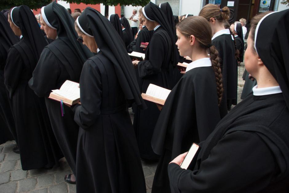 Die Hilfsbereitschaft von Nonnen wurde ausgenutzt.