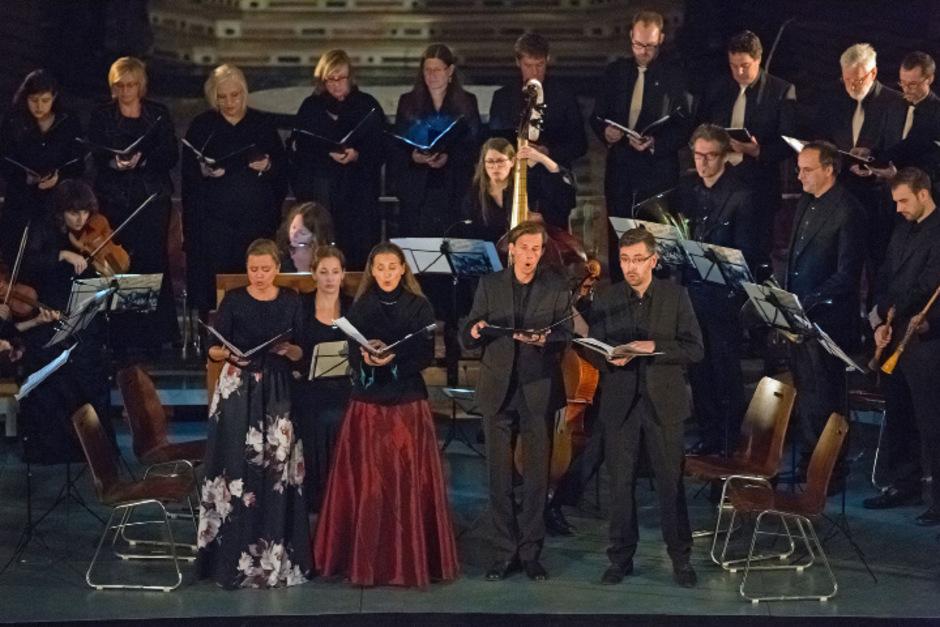 Die Barocksolisten München mit den Solisten im Innsbrucker Dom im Dienste Johann Zachs.