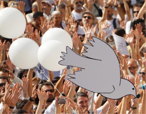 Demonstranten wünschen sich Frieden.