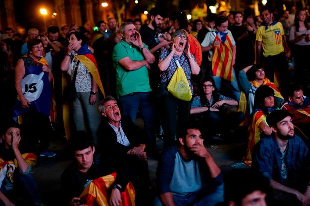 Puigdemonts Auftritt vor dem Regionalparlament war mit Spannung und Nervosität erwartet worden.