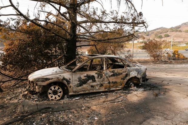 Mindestens 2000 Häuser fielen den Flammen binnen 24 Stunden zum Opfer. Tausende Autos sind ebenfalls ausgebrannt.