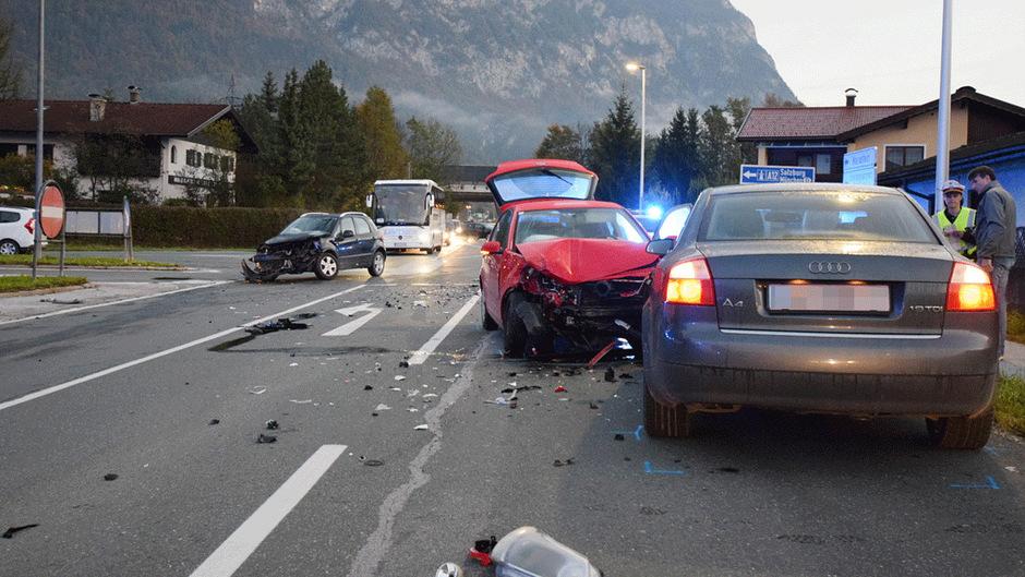 Drei Lenker aus dem Unterland waren in den Unfall verwickelt.
