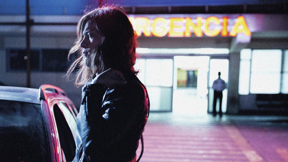 """In """"Eine fantastische Frau"""" erzählt die in Chile bekannte Sängerin Daniela Vega als Darstellerin der Marina auch von eigenen Erfahrungen."""
