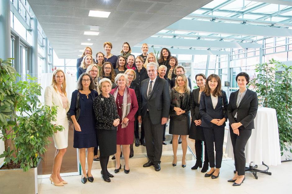 Finanzminister Hans Jörg Schelling mit Aufsichtsrätinnen der BMF Beteiligungsgesellschaften.