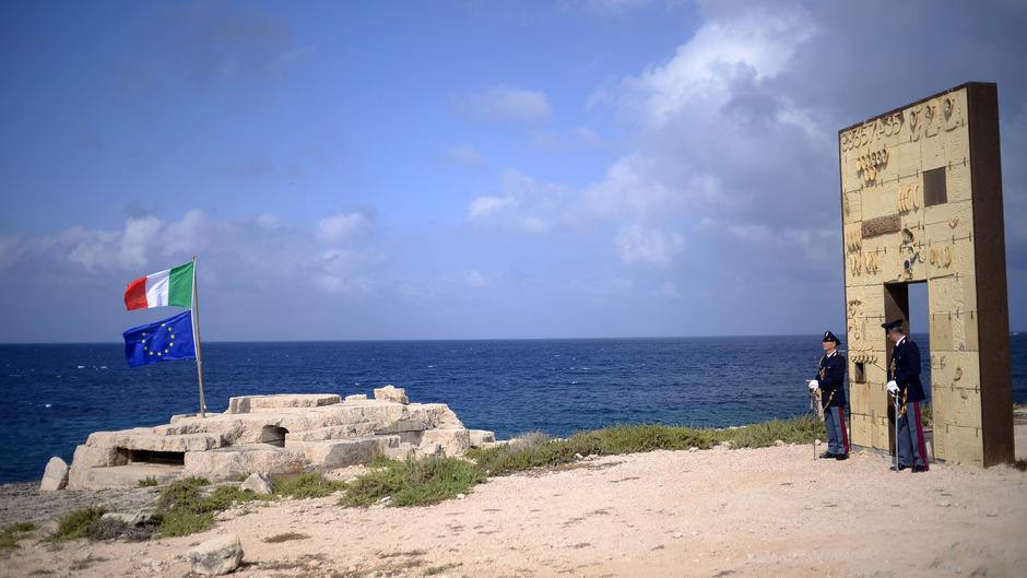 """Das """"Tor Europas"""" auf Lampedusa."""