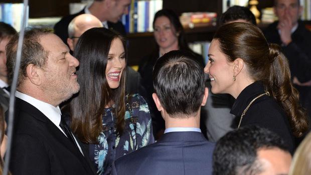 """Harvey Weinstein traf 2014 in New York auch Prinz Williams Frau Kate. Der Produzent wurde von Queen Elizabeth 2004 ehrenhalber  zum """"Commander of the Order of the British Empire"""" (CEB) ernannt."""