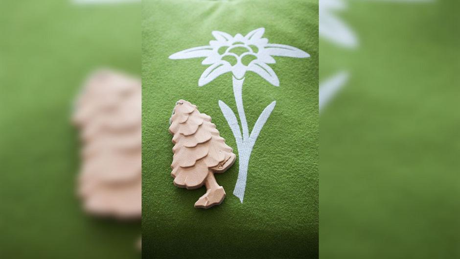 """Wegen dieser in abstraktem Baumdesign gehaltenen Lufterfrischer wurde die Tiroler Online-Plattform """"4betterdays.com""""  vom bekannten """"Wunder-Baum""""-Konzern am Wiener Handelsgericht auf Unterlassung geklagt."""