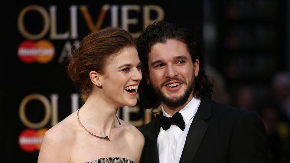 """2012 lernten sich Leslie Rose und Kit Harrington bei den Dreharbeiten von """"Game of Thrones"""" kennen. Erst im April 2016 traten sie erstmals in London bei den Olivier Awards als Paar auf."""