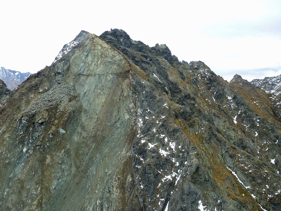 Ein Geoforum-Thema: Infolge des Felssturzes vom Schartlaskogel ins Pollestal (Ötztal) wird der Berg mit modernsten Methoden vermessen und überwacht.