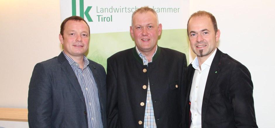Hechenberger, Schweigl und Giner (v.r.) wollen mit einer Petition gegen den Bodenverbrauch eintreten.