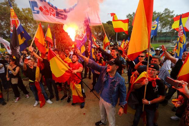 Auch einen Marsch von Rechtsextremisten gab es, an dem sich etwa 150 Demonstranten beteiligten.