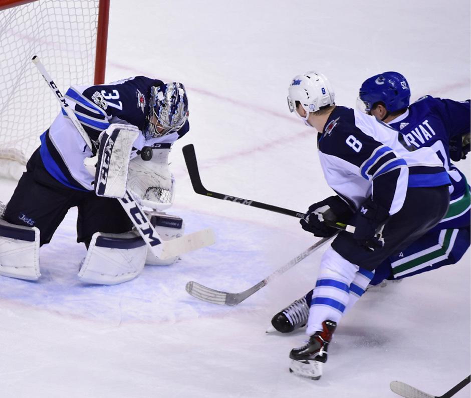 Winnipeg-Keeper Connor Hellebuyck stoppte die Angriffsbemühungen von Vancouver.
