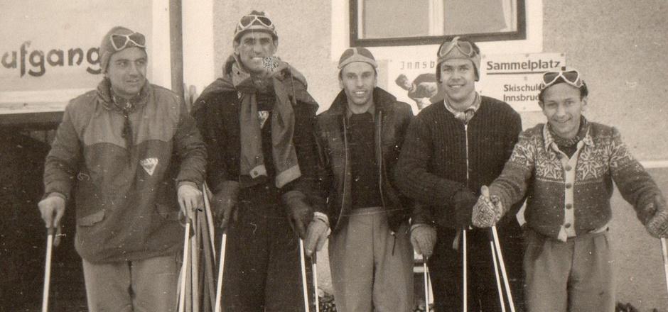 Skisportler mit Leib und Seele: Hans Zingerle (2.v.l.), hier bei der Österreichischen Gehörlosenmeisterschaft 1951, feiert heute den 95. Geburtstag.