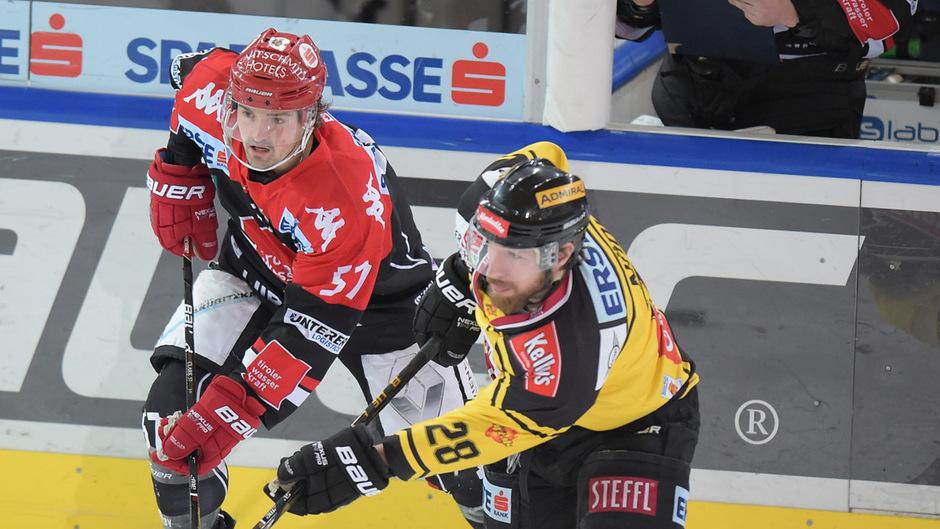 Haie-Angreifer Andrew Clark (l.) bekommt es heute auswärts mit den ungeschlagenen Vienna Capitals (mit Andreas Nödl) zu tun.