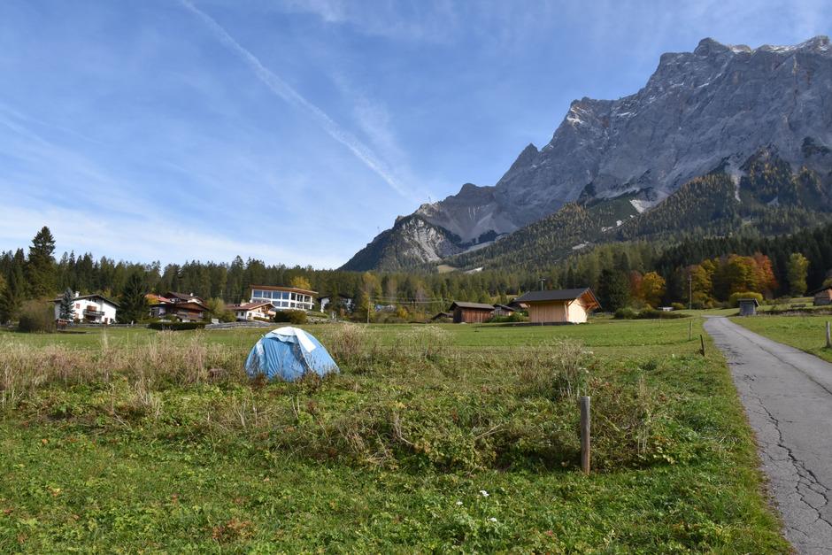 Die Frau lebt seit Jahren als Eremitin in einem Zelt in Ehrwald.