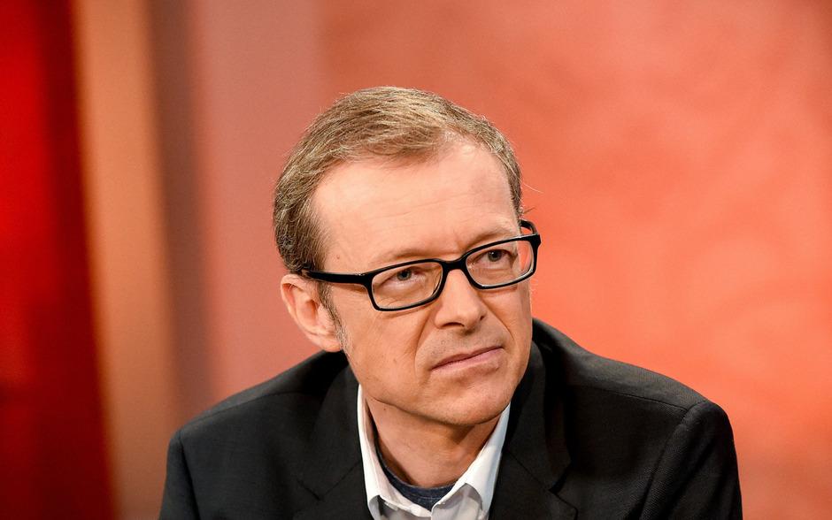 Christoph Hofinger (SORA) präsentiert die ORF-Hochrechnung.