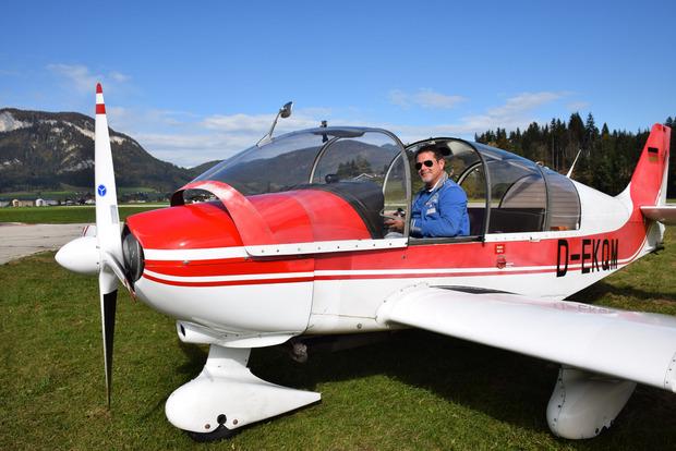 Betriebsleiter Thomas Stocker steigt selbst gerne in einen Flieger und genießt das Gefühl der Freiheit in der Luft.