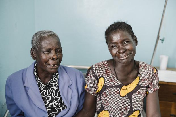 Nach der Operation gab es Freudentränen bei Ines (l.) und ihrer Tochter.
