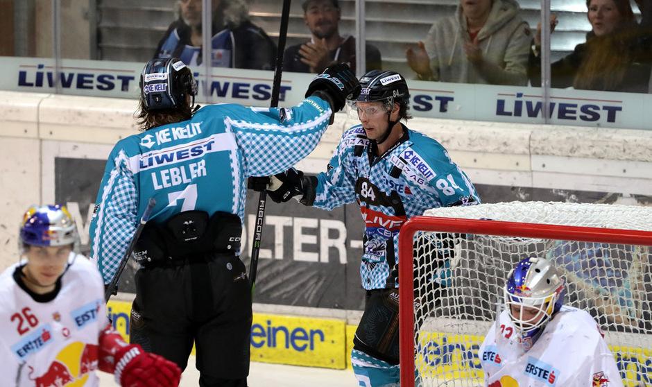 Brian Lebler (l.) schoss Linz kurz vor der Schlusssirene zum Sieg.