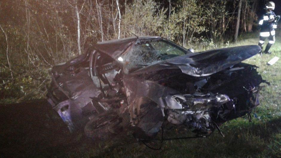 Der 20 Jahre alter Lenker des Wagens wurde schwer verletzt.