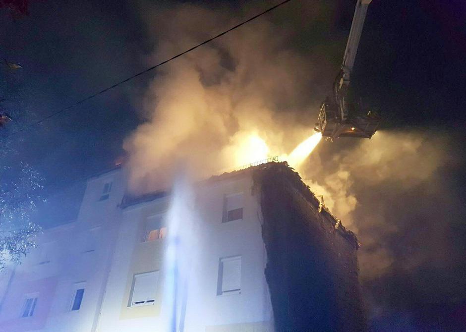 20 Wohnungen wurden wegen des Feuers evakuiert.