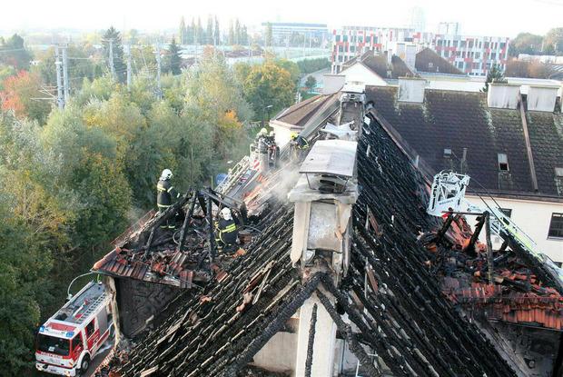 Der Dachstuhl wurde komplett zerstört.