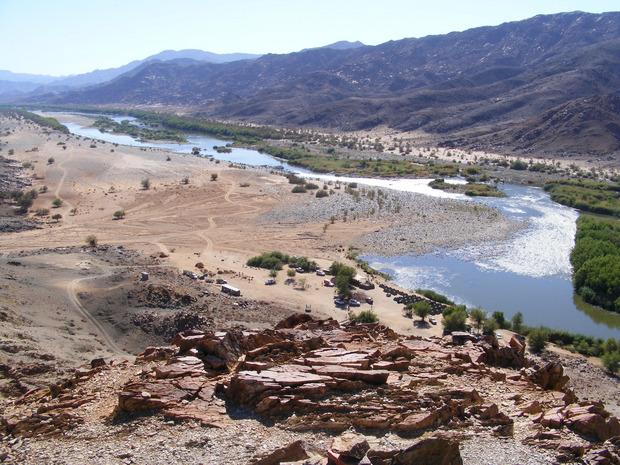 Der Oranje-Fluss ist die einzige Erfrischung auf der 300 Kilometer langen Reise.