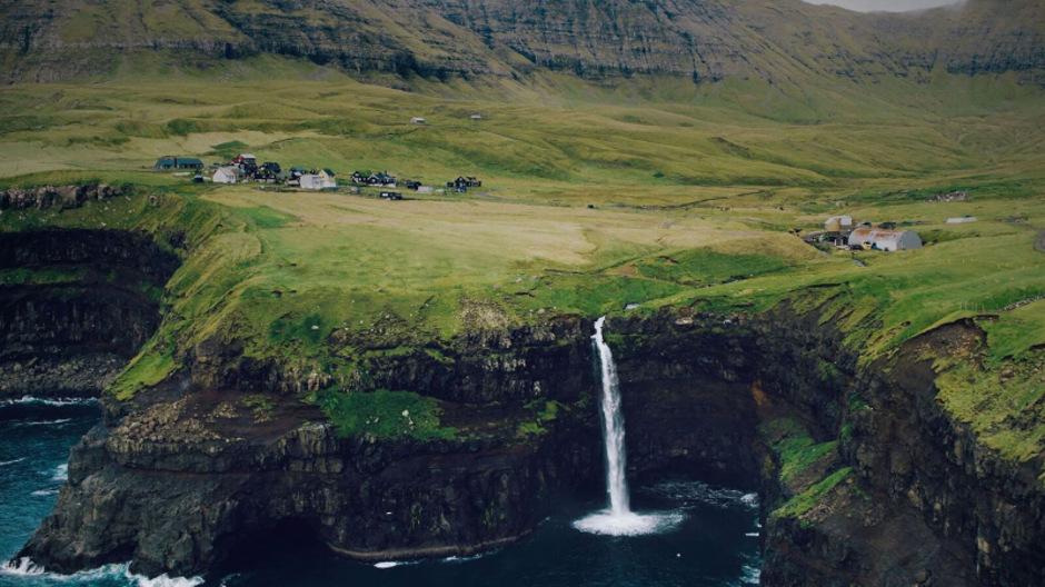 Wasserfall - Fossur [ˈfɔsːʊr]