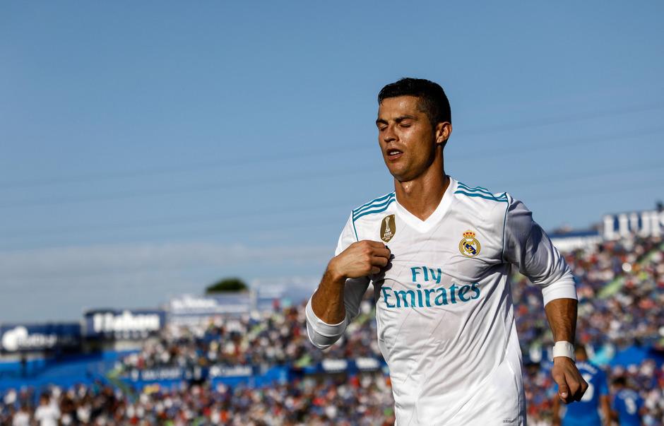Cristiano Ronaldo zeigt's an: Der Portugiese erzielte den Siegtreffer für Real Madrid.