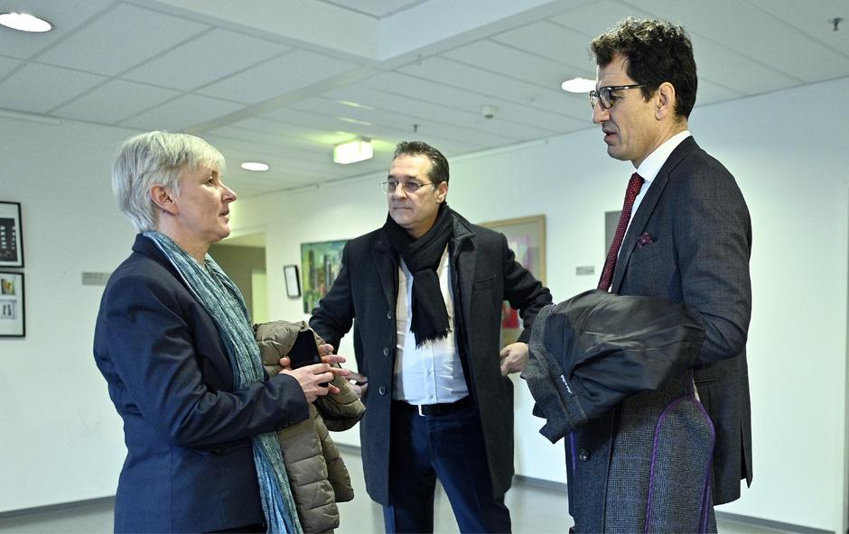 Anwältin Maria Windhager, FPÖ-Obmann Heinz Christian Strache und Anwalt Michael Rami.